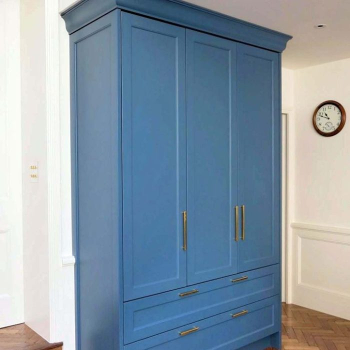 Classic style kitchen cabinetry, the crockery cupboard